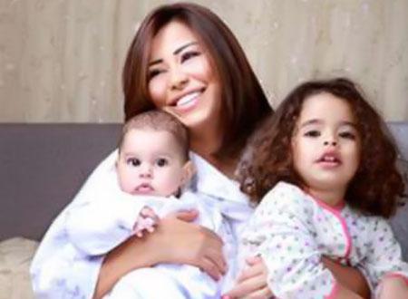 شيرين عبدالوهاب وابنتيها6