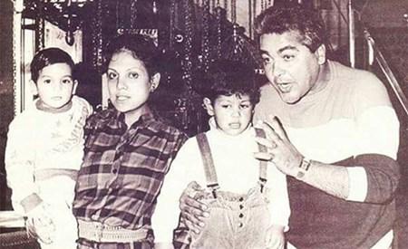 مصطفى متولي مع زوجته وأولاده