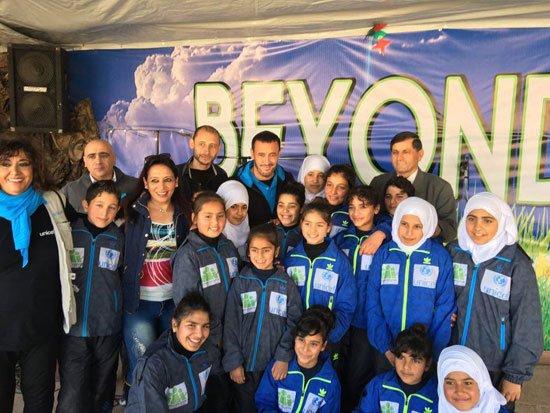 1220152205820620زيارة-كاظم-الساهر-لمخيمات-اللاجئين-(2)