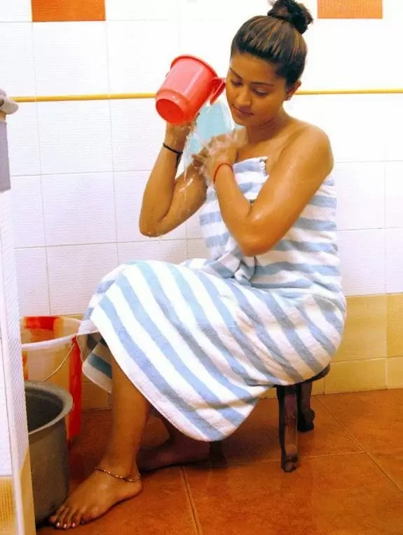 sneha-latest-hot-wet-bathroom-pics-photos-03