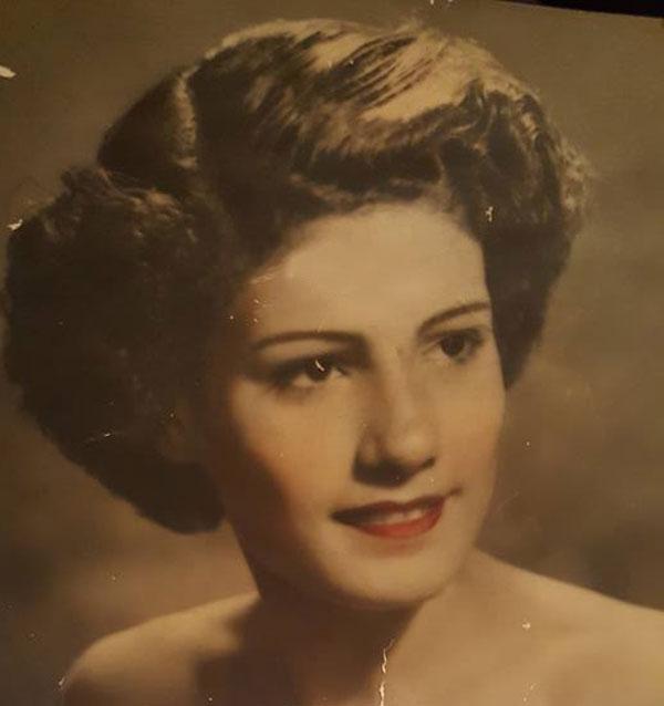 والدة حنان سليمان