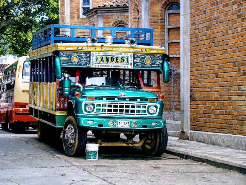 Chiva in den Straßen von Kopfsteinpflaster Straßen Jericó