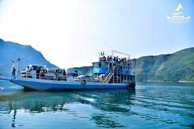 komani-lake-ferry-on-komani-lake