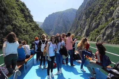 Ferry Berisha in Koman Lake (14)