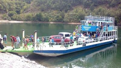 Ferry Berisha in Koman Lake (15)