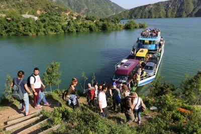 Ferry Berisha in Koman Lake (16)