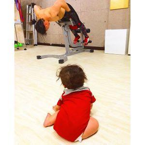 8ヶ月の息子の英才教育中︎マイジムで自分がトレーニングしてると真顔で見つめられますよっぽど面白いんでしょうね#親バカ部 #親バカ#息子#kids#kids_japan #プライベートジム#personaltraining #personaltrainer