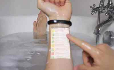 Bracelet To Project Your Phone Screen Onto Your Arm