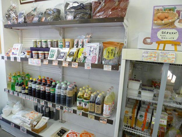 商品棚も塗りなおした写真 2012年2月19日