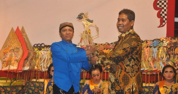 Diskominfo Gelar Wayang Kulit di Kecamatan Sampang