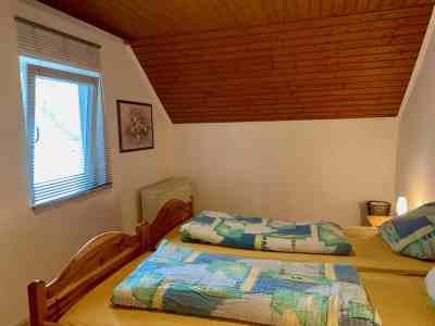 Schlafzimmer 1 - Richtung Fenster