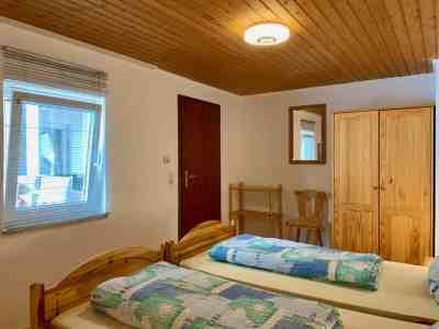 Schlafzimmer 2 - Blick Richtung Tür