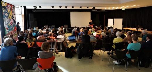 """""""Alltägliche Formen der Ungleichwertigkeit – Was hat das mit uns zu tun?"""" -   2. Kongress von Karlsruhe gegen Rechts mit hoher Teilnehmerzahl (mit Fotogalerie)"""