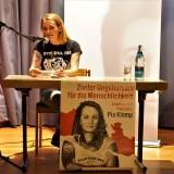 """""""Lass uns mit den Toten tanzen"""" / Sea-Watch-Kapitänin Pia Klemp stellt Roman vor (mit Video und Fotogalerie)"""
