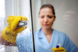 IG BAU: Mindestlohn für Reinigungskräfte angehoben