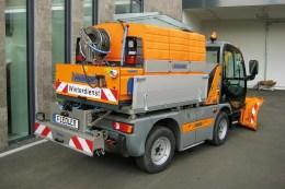 Fiedler Solesprühanlagen: Die FSSA ist mit modular aufgebauten Tankgrößen für alle Fahrzeugklassen von 275 l bis 17.600 l Solezuladung lieferbar, seit 2017 auch für Traktoren mit Zapfwelle, als FSSAZ.