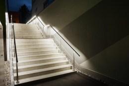 Beleuchtete Handläufe sind als Sturzsicherung und Führungsunterstützung an Treppenaufgängen nicht mehr wegzudenken.