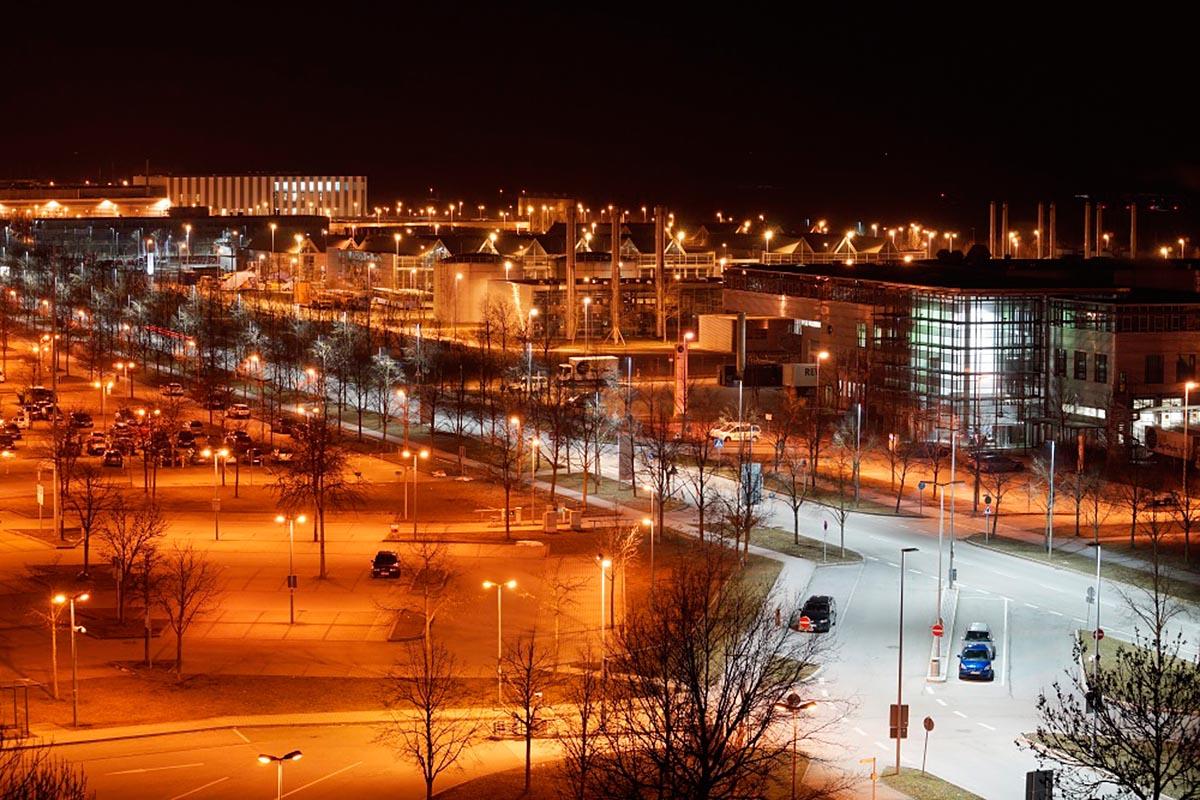 Flughafen München: rotes versus weisses LED-Licht