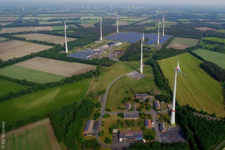 Der Bioenergiepark von Saerbeck arbeitet in kommunaler Eigenregie mit einem Nutzungsmix aus regenerativen Energien von Sonne, Wind und Biomasse. Sieben Windenergieanlagen, zwei Biogasanlagen und ein Photovoltaikpark sichern eine Gesamtleistung von 29 Megawatt.