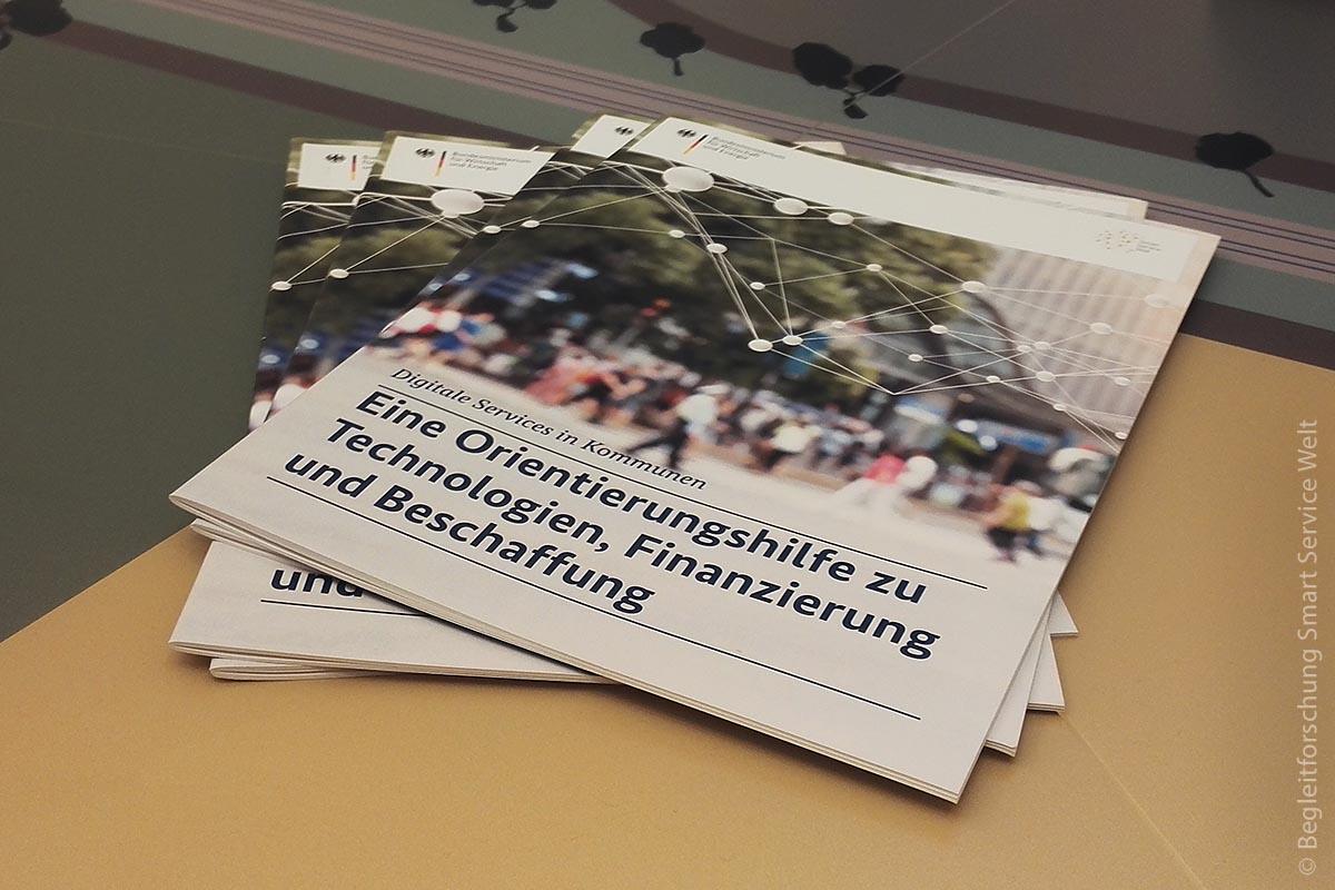 Eine neue Orientierungshilfe informiert Kommunen über Einsatz- und Finanzierungsmöglichkeiten von Smart Services.