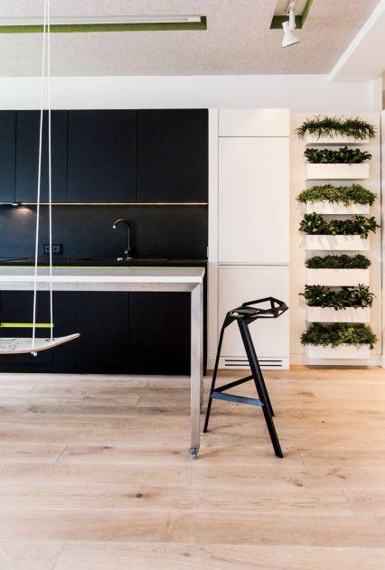 shift_change-warsaw-apartment-stool_one-magis-konstantin-grcic-mistletoe-cacti