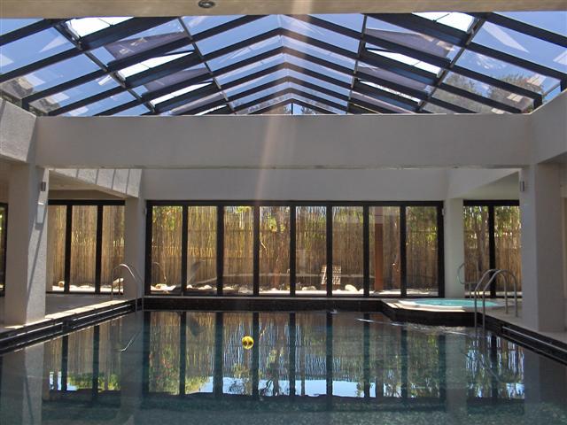 остекление зимнего сада с бассейном