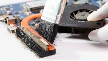 Зачем нужна чистка ноутбука от пыли?