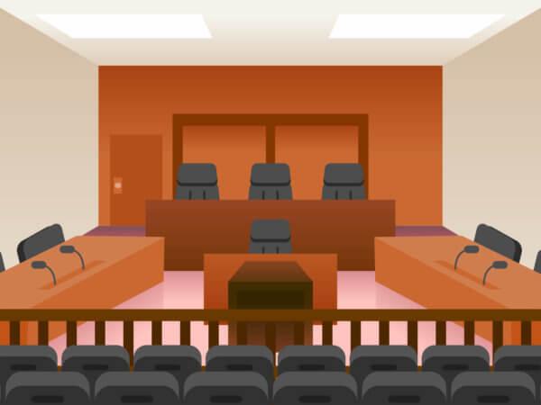 法廷の机といす