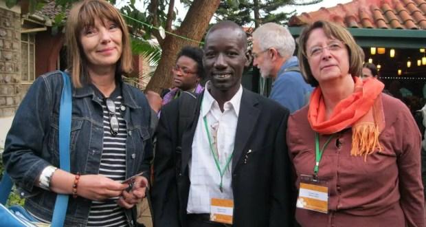 Trois personnes comme on voudrait en rencontrer chaque jour:Claire, Boukary et Suzanne au Sommet Gobal Voices de Nairobi en 2012. Malheureusement, Boukary nous a quittés trop tôt. Source: Page Facebook de Claire Ulrich