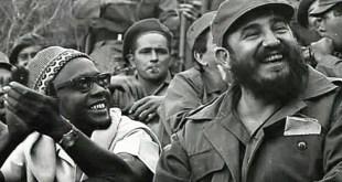Fidel Castro en compagnie d'Amílcar Lopes da Costa Cabral (à gauche), l'homme que les Portugais voulaient abattre.