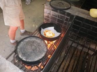 ダッヂオーブンでピザ