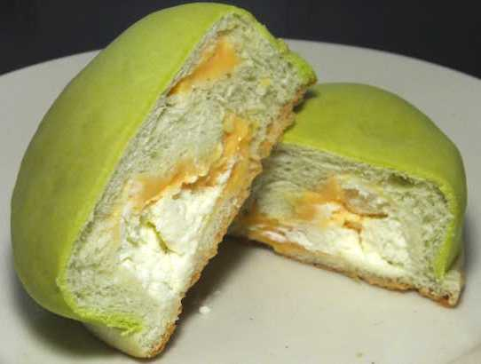 コンビニパンだ_冷やして食べるしっとりメロンパン(夕張メロンクリーム)【ローソン】_中身05