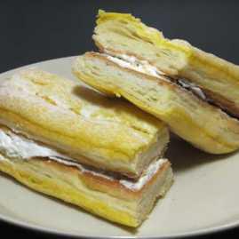 コンビニパンだ_サックリ食感サンド バナナミルク【ファミリーマート】_中身06