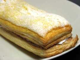コンビニパンだ_サックリ食感サンド バナナミルク【ファミリーマート】_中身02
