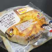 コンビニパンだ_3種のチーズ入りクリームパン【ローソン】外観00