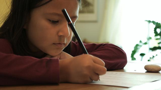 Jak nakłonić dziecko do odrabiania zadań domowych Image