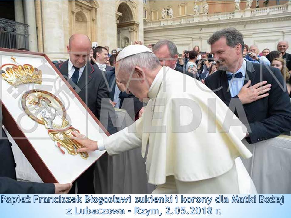 Korona i Sukienka dla Matki Bożej pobłogosławiona przez Papieża.