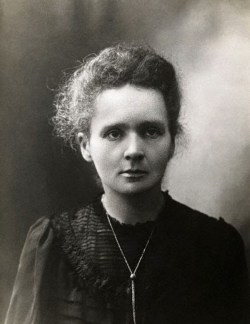 Maria Sklodowska omstreeks 1898 (Wikipedia)