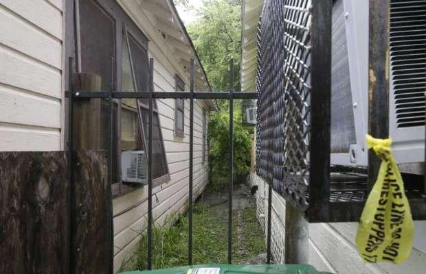 Police crime scene tape hangings on home of Sheborah Thomas1