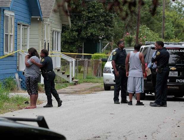 Police crime scene tape hangings on home of Sheborah Thomas2