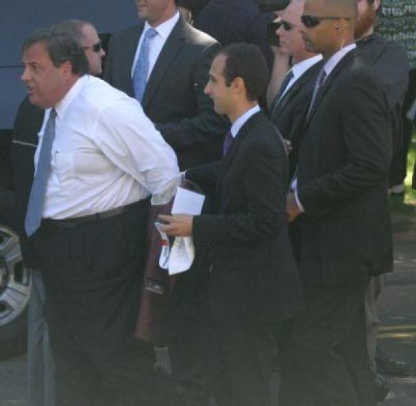 Chris Christie aides disrobing him at GWB.jpg