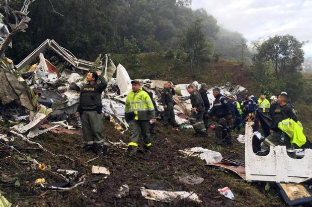 rescue-workers-scour-the-crash-site-of-the-air-columbian-disaster