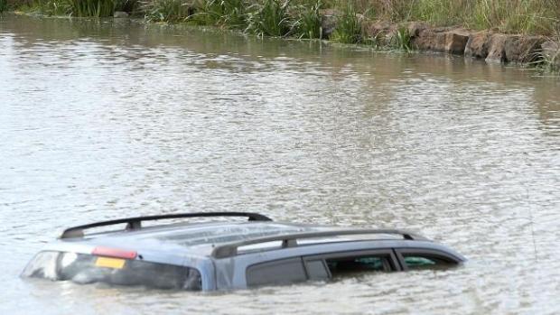 Guode's  car submerged in the lake2.jpg