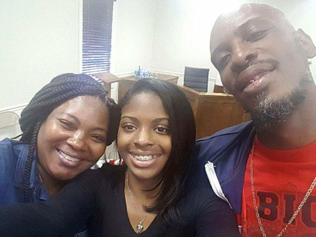 kamiyah-mobley-with-birth-parents1
