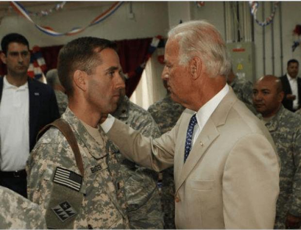 Captain Beau Biden and VP Joe Biden in 2009.png