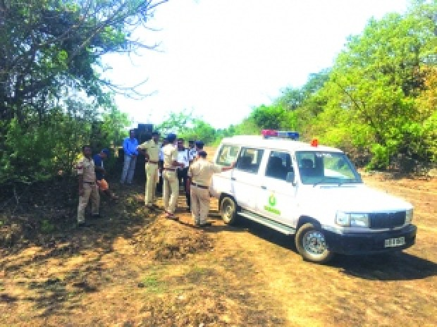 Goa police move the body Danielle McLaughlin 1