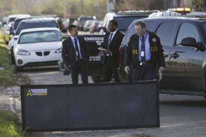 houston-homicide-investigators-search-the-area-around-a-body-that-was-found-in-the-middle-of-sharpcrest-street-near-the-sam-houston-tollway-thursday-feb-16-2017-in-houston