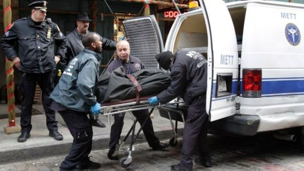 Mark Madoff's body loaded into wagon1.jpg