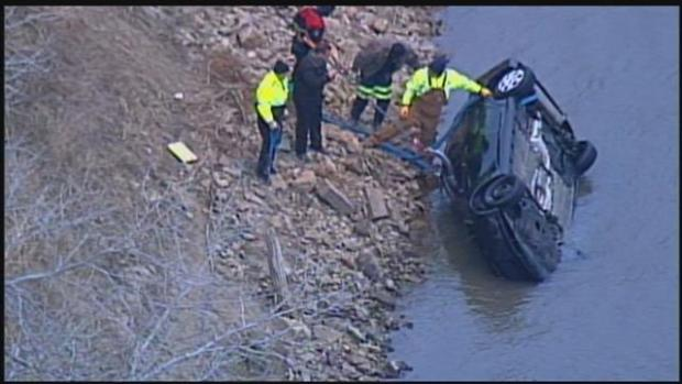 Tony Anderson,s car pulled out of Missourri River1.jpg