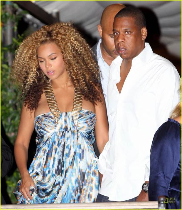 Pregnant Beyonce and JayZ leave hotel in Venice Italy3.jpg